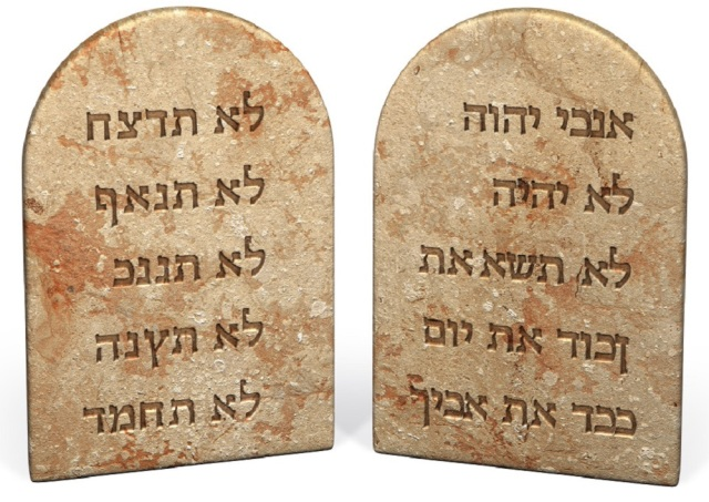 ten_commandments_hebrew_stone